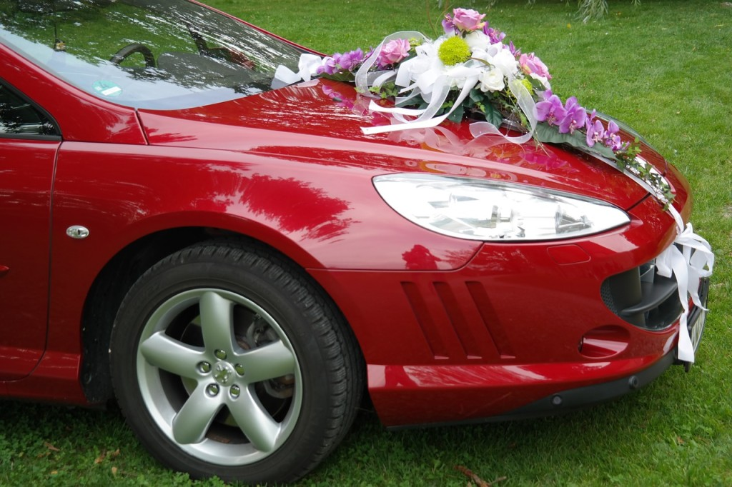 Sportowy samochód do ślubu