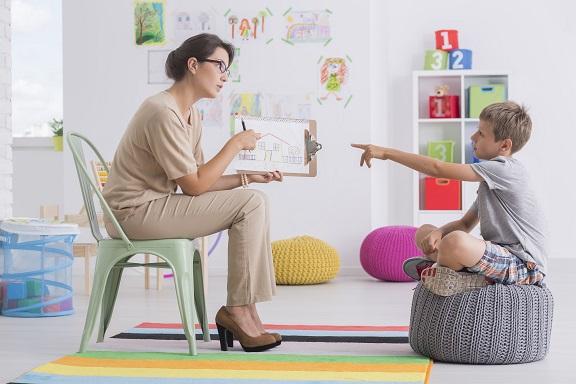 dziecko i psycholog dziecięcy