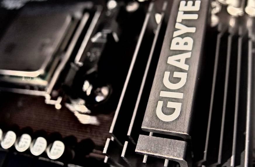 procesor i karta graficzna w komputerze stacjonarnym